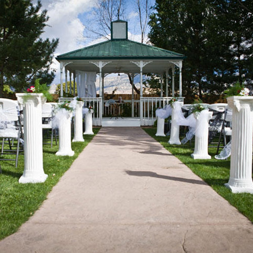 wedding aisle at Amy's Courtyard in Palisade Colorado